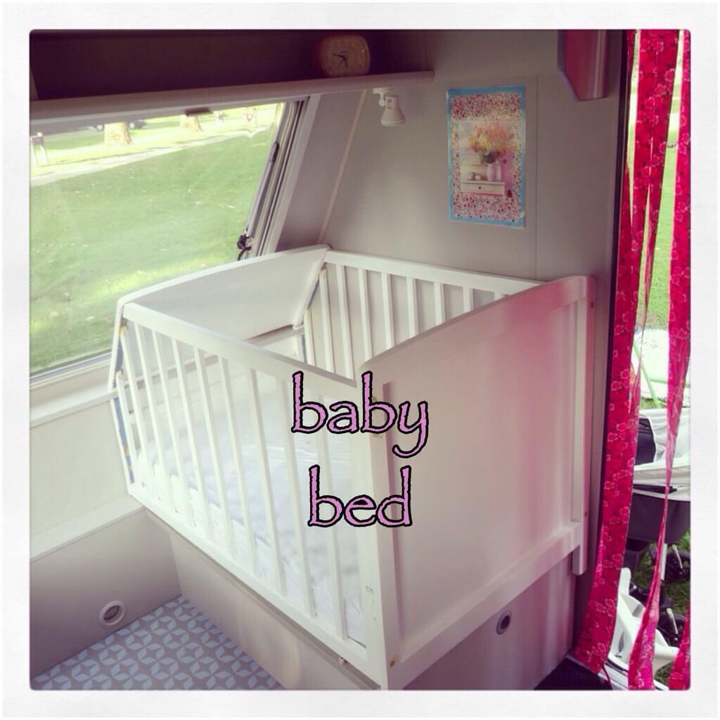 Caravan met kids: zelf een ledikantje voor je baby maken