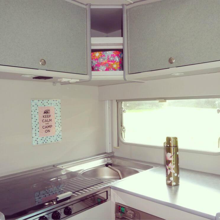 Zomerhuis op wielen de 10 leukste ideeën om een caravan te pimpen - keukentje - vintage retro caravan trailer diy camper Beyerland