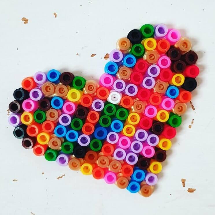 Strijkkralen hartje knutselen voor Valentijnsdag / Hama beads crafting Valenine´s Day