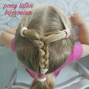 De pony vanje kleine meisje laten bijgroeien zonder speldjes: zo kan het ook