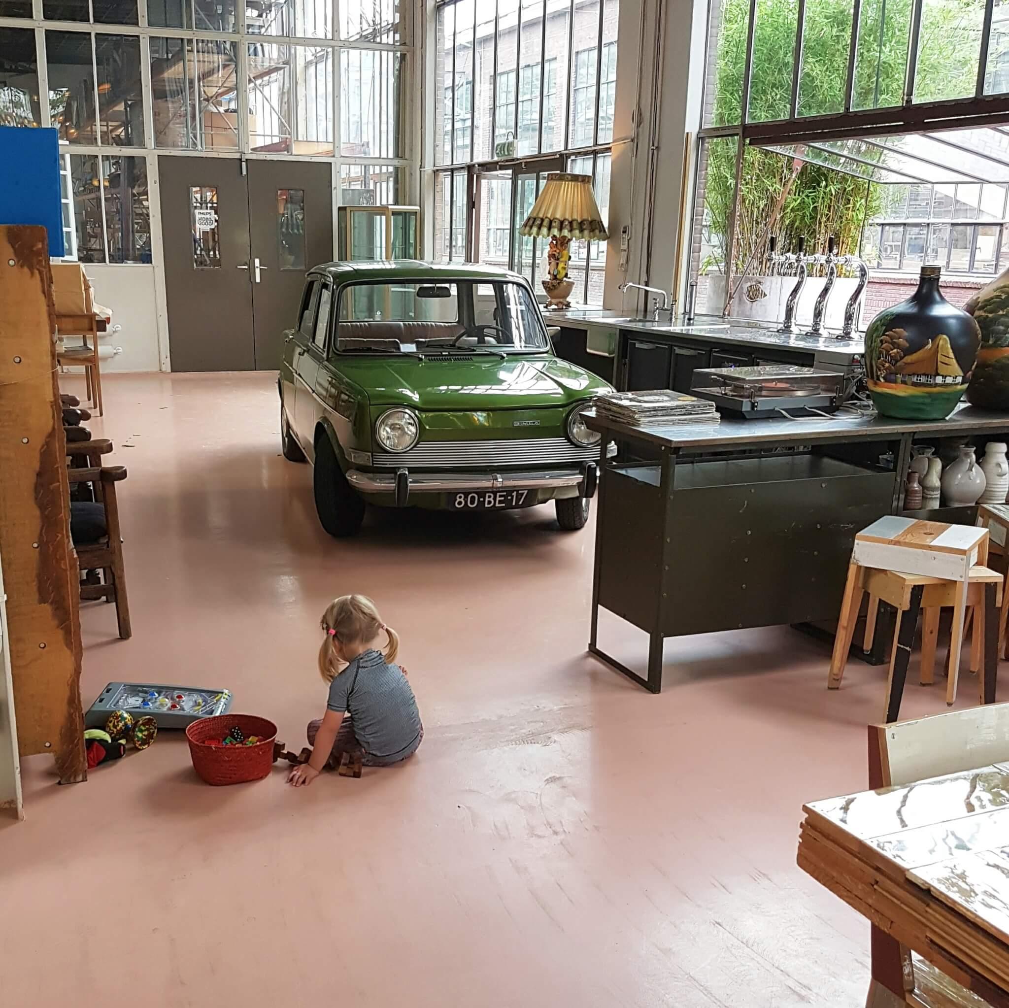 Uitje met kinderen naar de landelijke en industriële Strijp in Eindhoven: speeltuin, industrieel erfgoed, winkelen, pannekoekenhuis én fruittuin