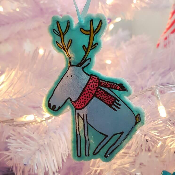 De leukste kindvriendelijke kerstballen en kerstboomhangers in de winkels - vilten kerstfiguren Hema