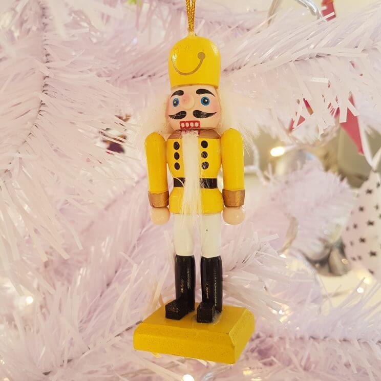 De leukste kindvriendelijke kerstballen en kerstboomhangers in de winkels - notenkraker Hema