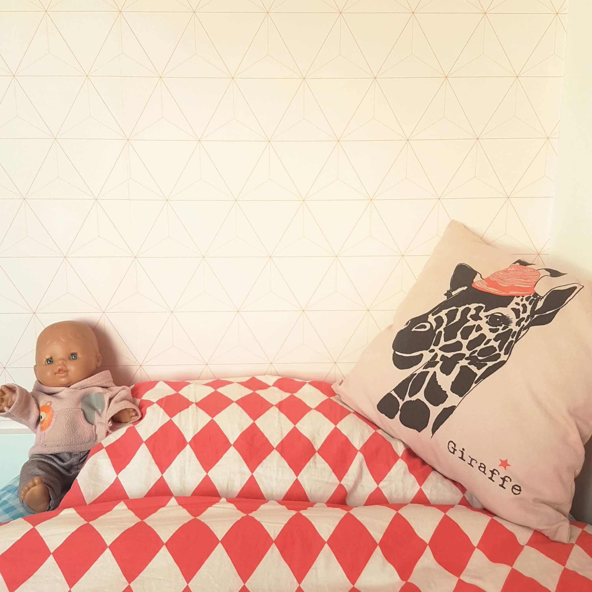 Behang en muurstickers: de leukste keuzes voor de kinderkamer - Eiffinger roze geometrische ruit driehoek bij Karwei