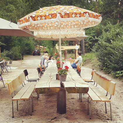 Kindvriendelijke restaurants en hotels: met speeltuin en ander leuks. Restaurant de Boshut bij camping Hartje Groen.