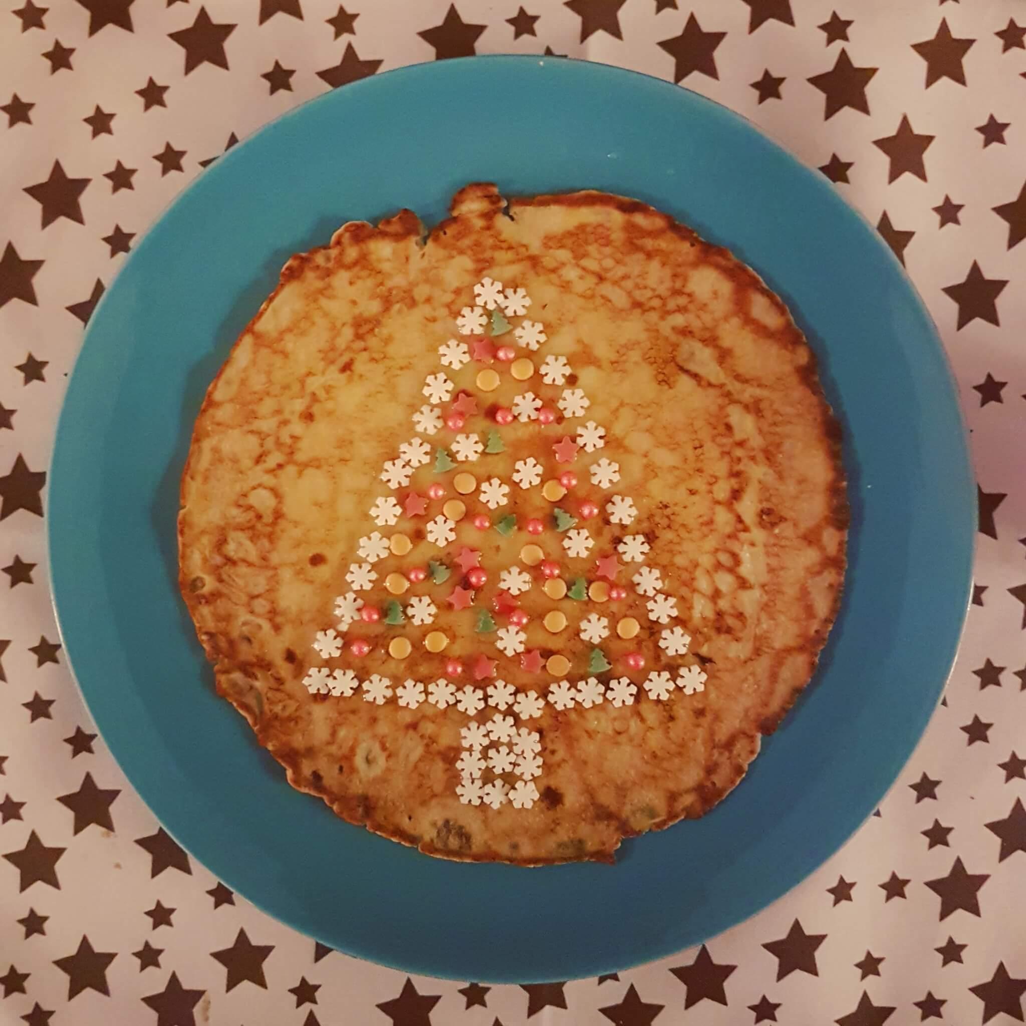 De leukste kindvriendelijke recepten voor kerstdiner en kerstontbijt - op school en thuis - pannenkoek kerstboom versieren