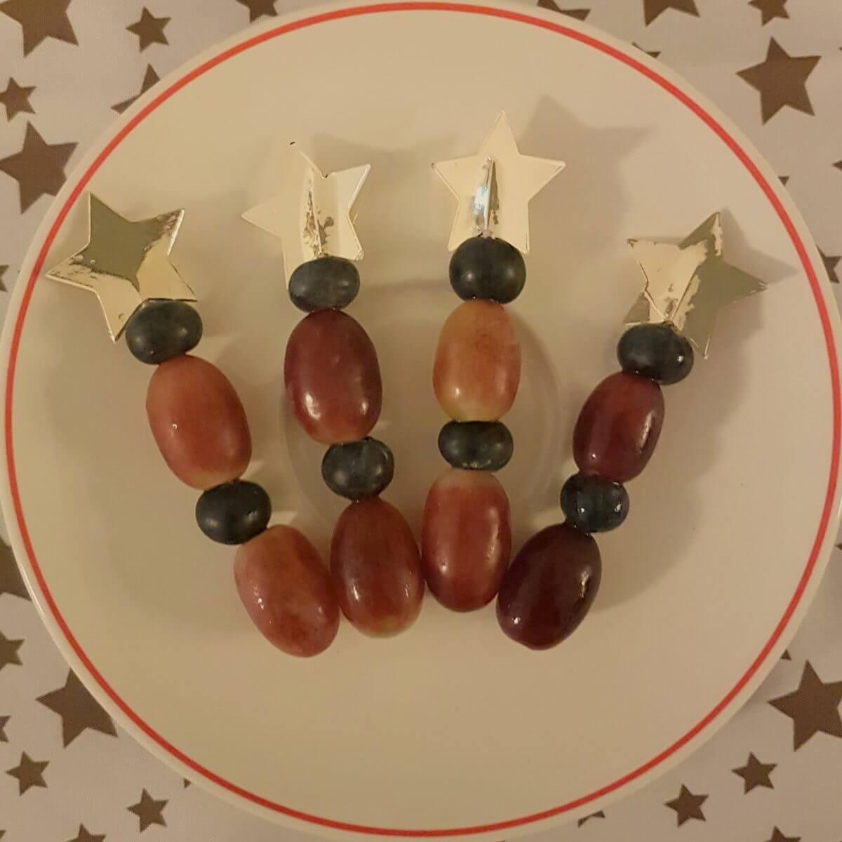 fruitprikker met ster - zoete recepten en ideeën om te kerst knutselen met eten