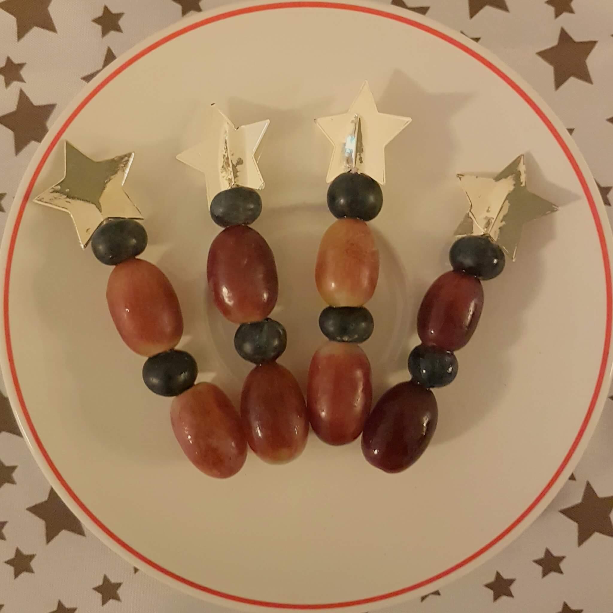 De leukste kindvriendelijke recepten voor kerstdiner en kerstontbijt - op school en thuis - fruitprikker met ster