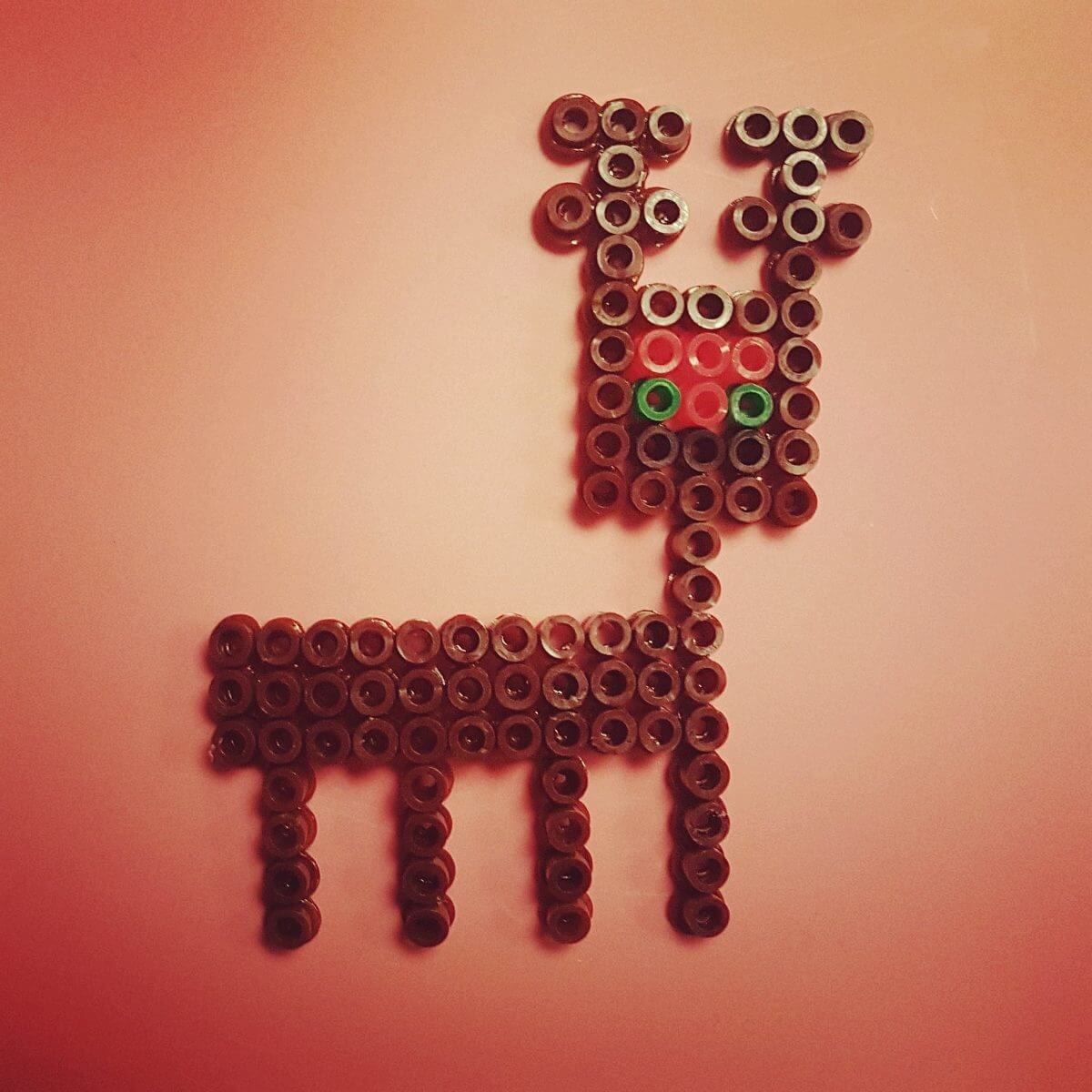 Winter knutsels: met de kinderen knutselen in winter thema - strijkkralen rendier hamabead reindeer
