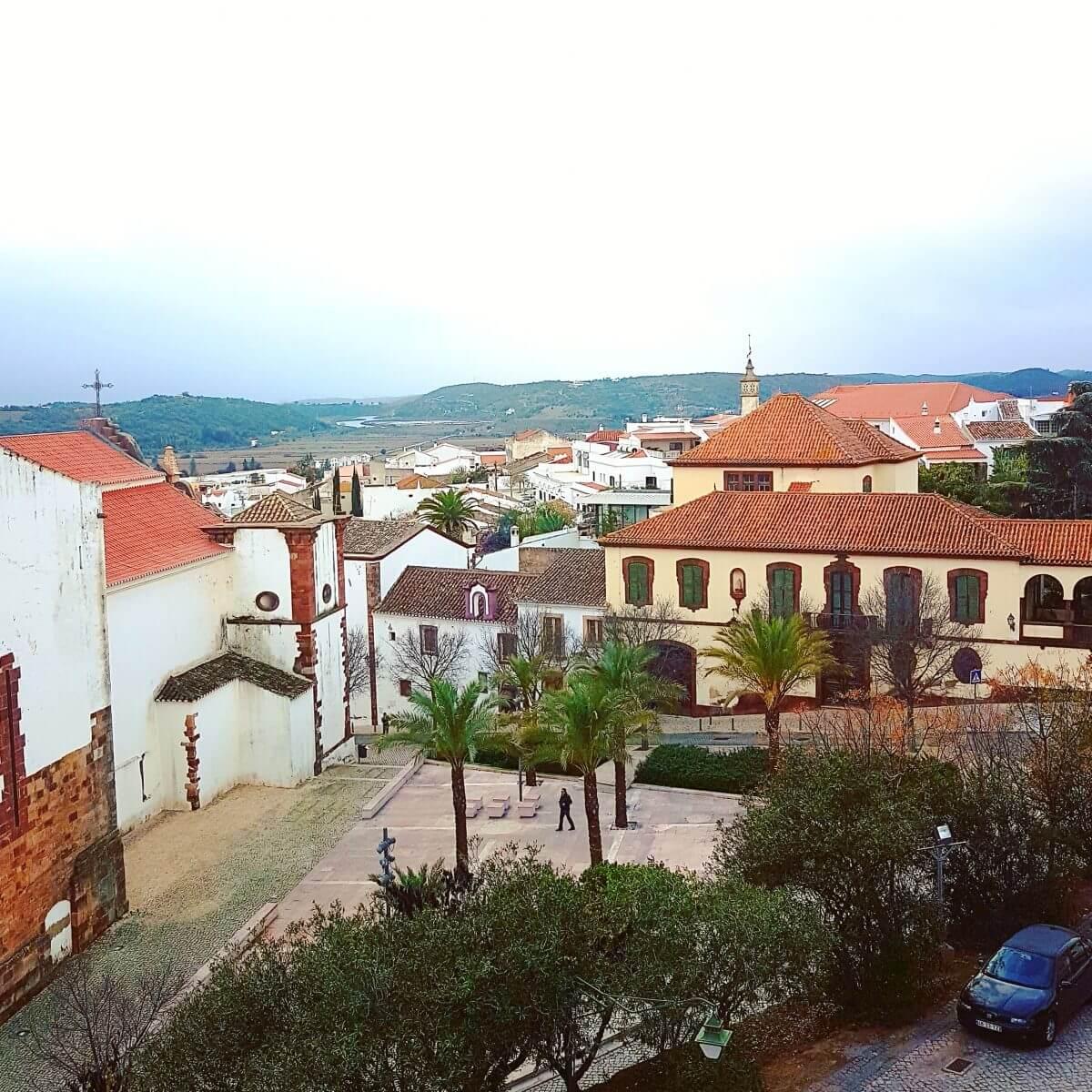 Algarve met kids: het binnenland in naar schilderachtige dorpje Silves met indrukwekkend fort, uitje Portugal met kinderen