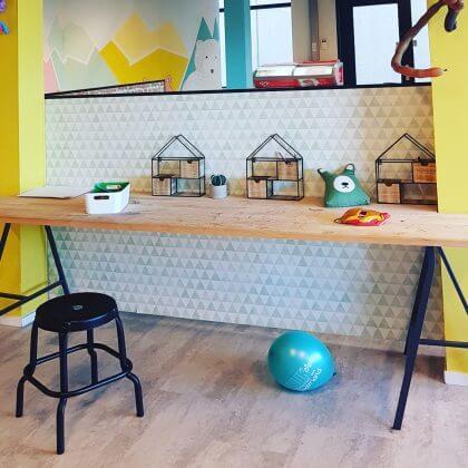 Kindvriendelijk restaurant LEUK Amsterdam: lekker kletsen terwijl de kids in de speelzaal spelen