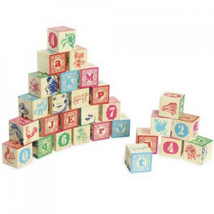 Verjaardagscadeau voor kids van 1 jaar: leuke cadeau tips voor een baby - Vilac houten blokken