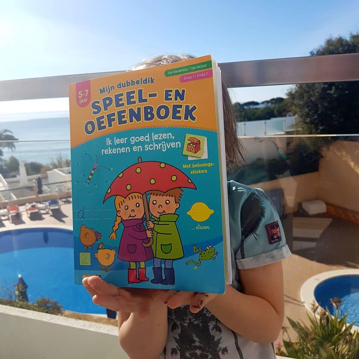 Tip: speel en oefenboek voor onderweg en op vakantie