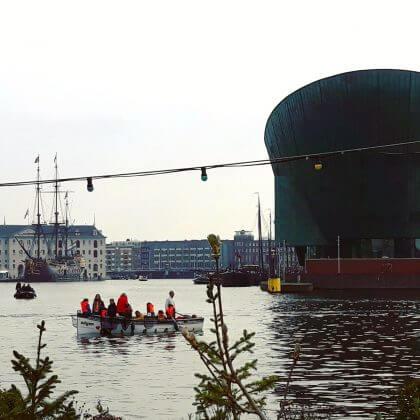 Uitje met kids: Plastic vissen in de Amsterdamse grachten.