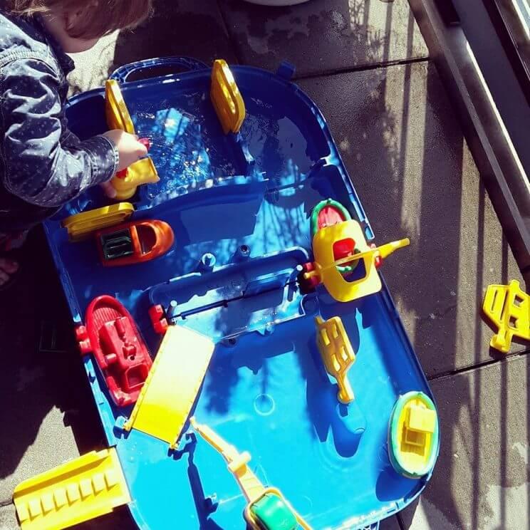 Voor jou gespot: het leukste buitenspeelgoed voor deze zomer - aquaplay waterbaan