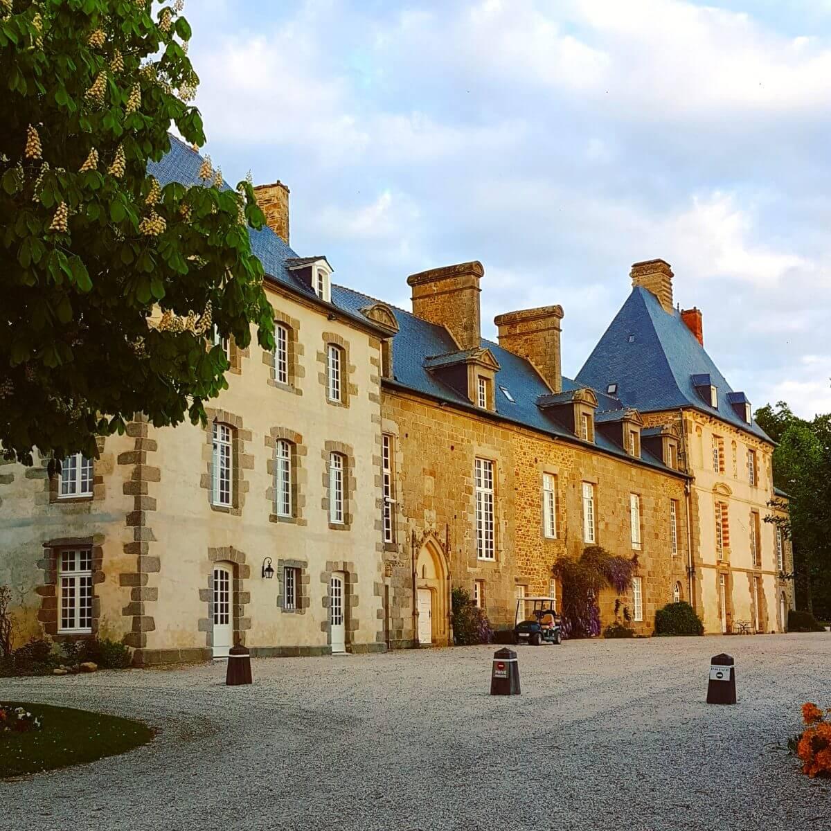Slapen op een heus landgoed in een luxe stacaravan in het groene Bretagne