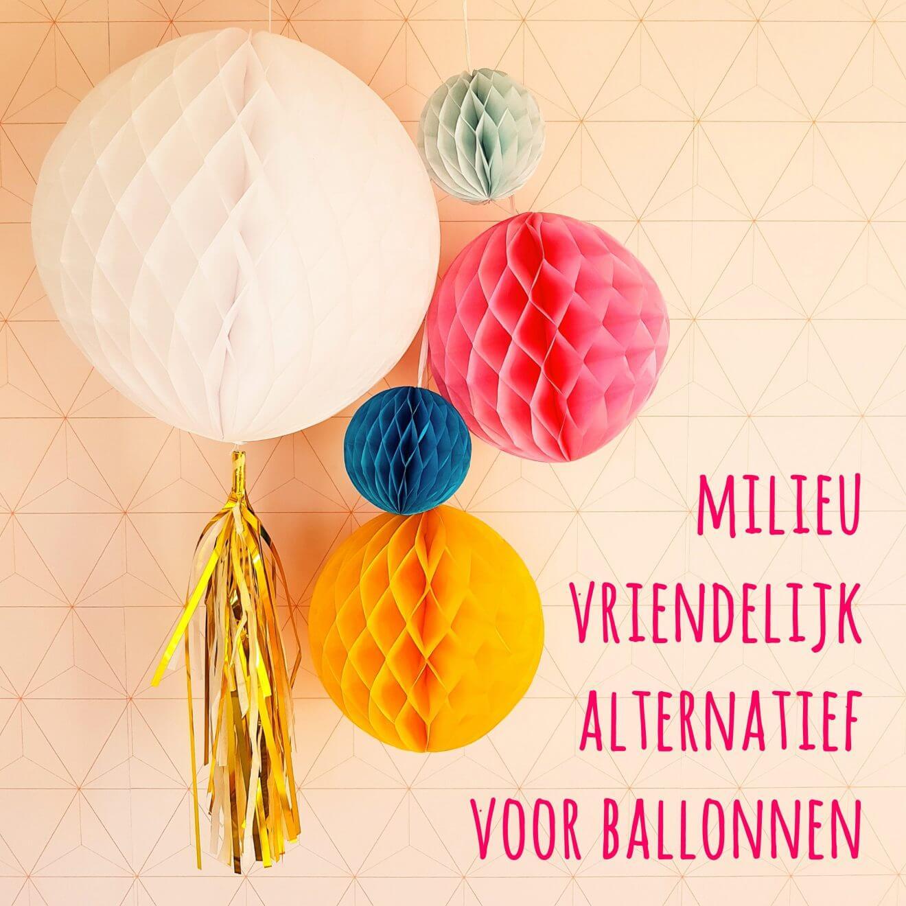 Milieuvriendelijk alternatief voor ballonnen: gekleurde papieren honeycomb bollen