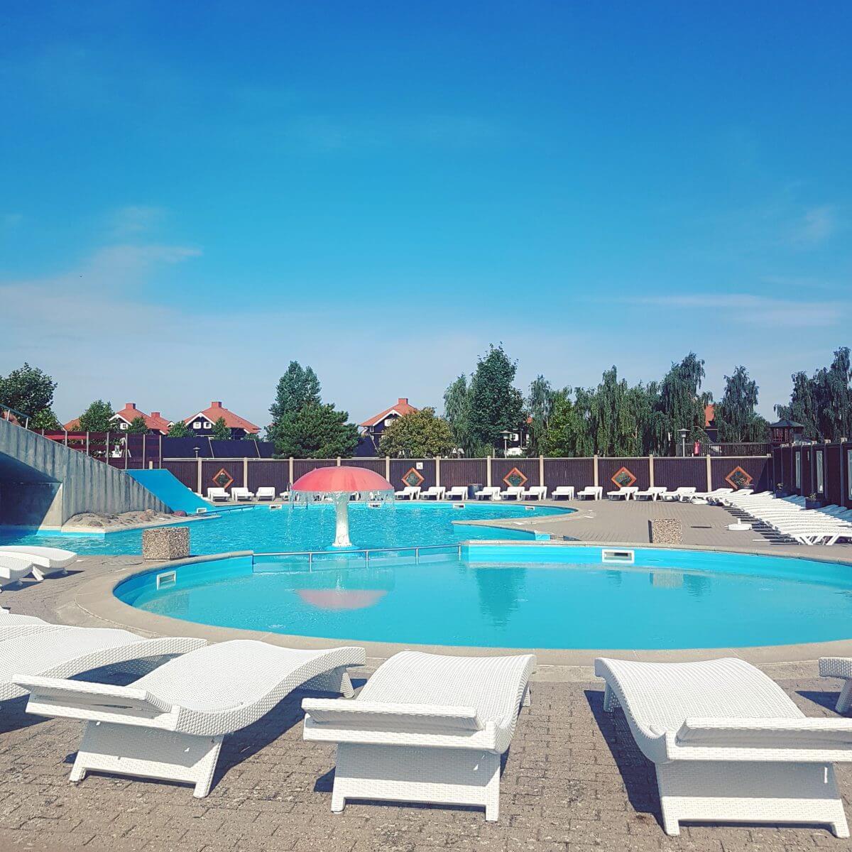 Campingtip: Bogense Strand Camping, op het eiland Funen in Denemarken, met binnenzwembad en buitenzwembad #leukmetkids #camping #kamperen #zwembad