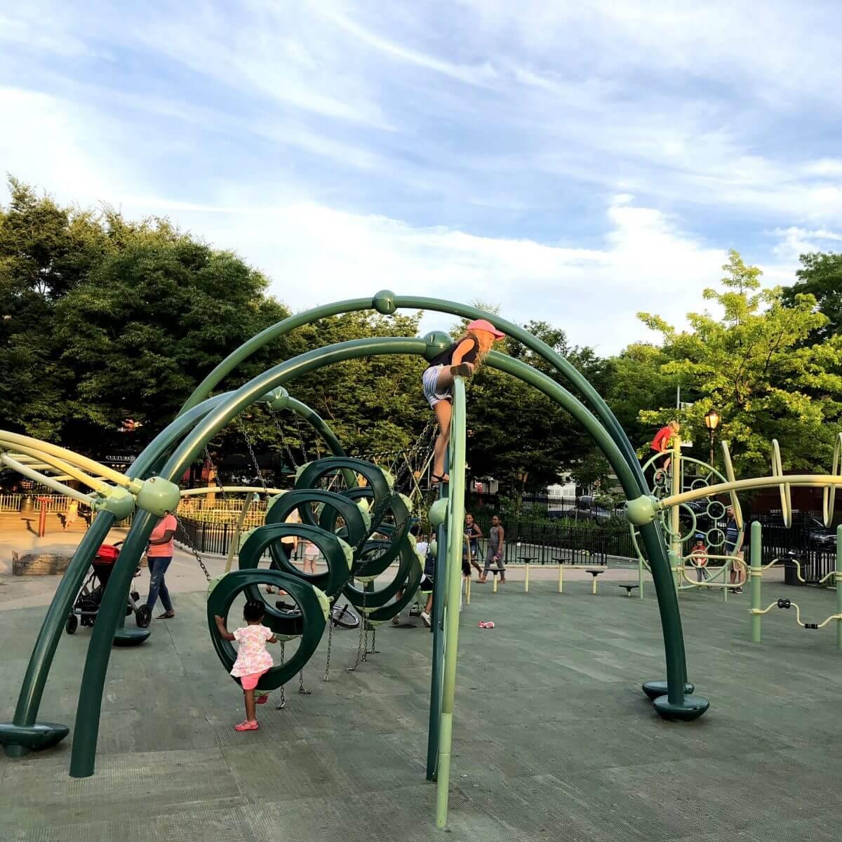 New York City met kids – een stad die tot de verbeelding spreekt! - kinderen in de Big Apple - speeltuin
