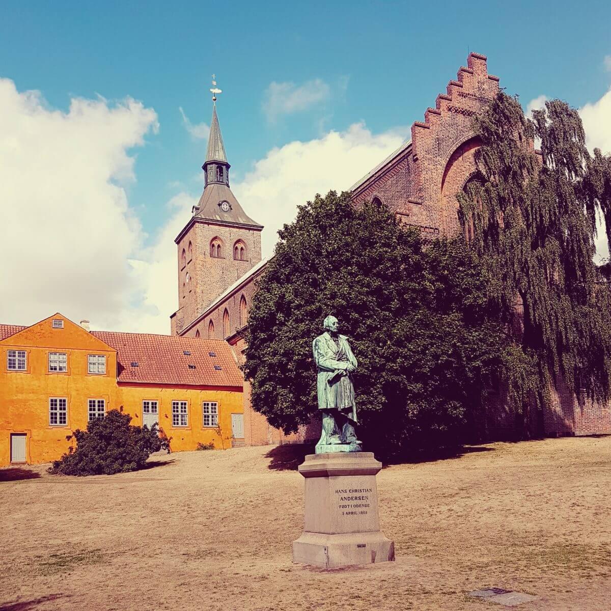 Vakantie met kids: sprookjesachtig Funen in Denemarken - moderne stad Odense met historie van Hans Andersen, Dom van Odense