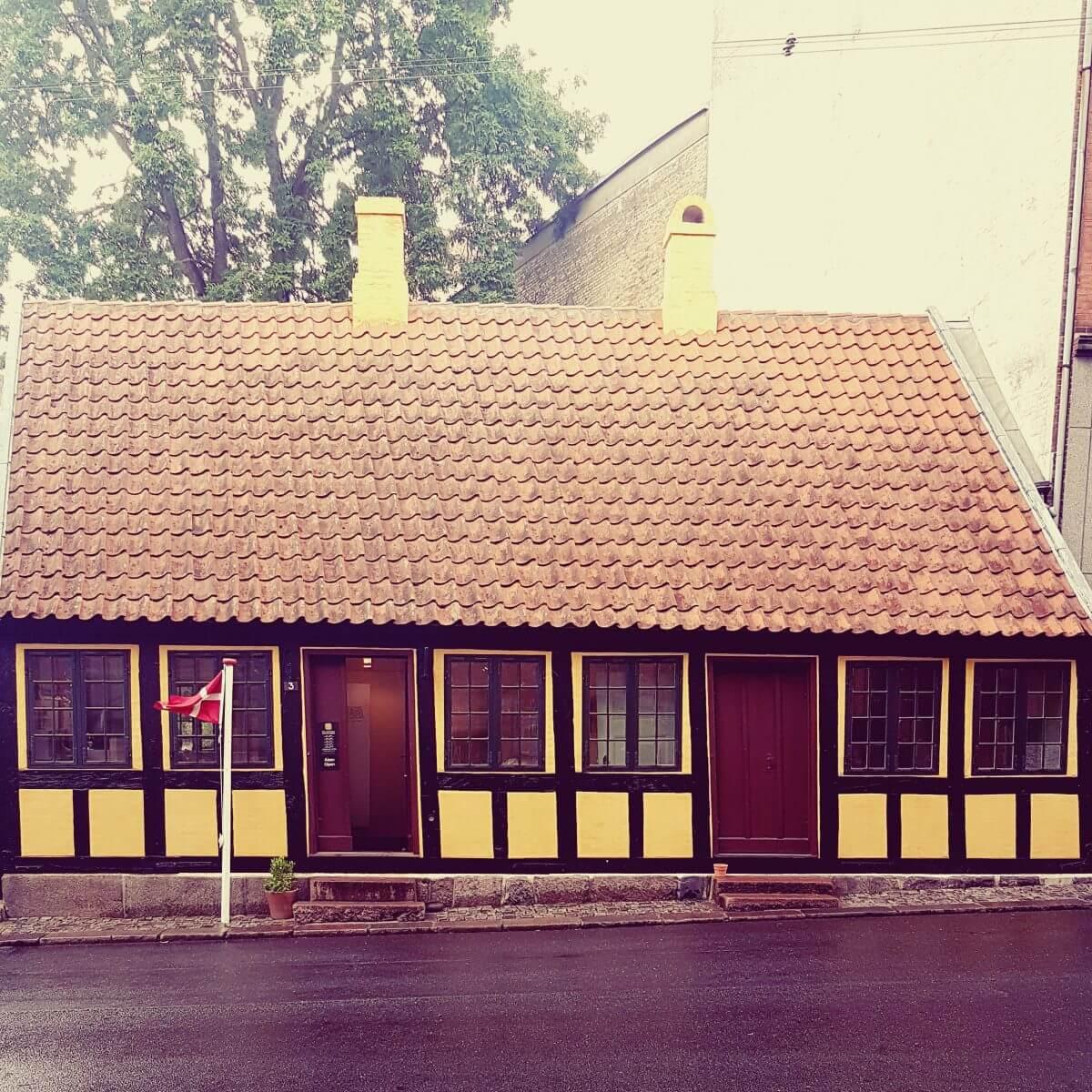 Vakantie met kids: sprookjesachtig Funen in Denemarken - moderne stad Odense met historie van Hans Andersen - H.C. Andersen Barndomshjem