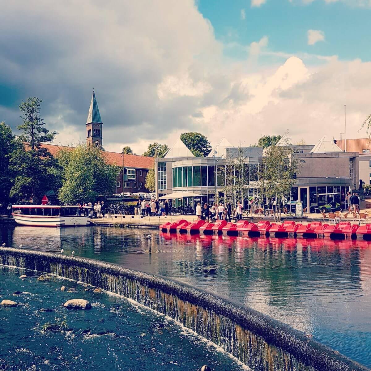 Vakantie met kids: sprookjesachtig Funen in Denemarken - moderne stad Odense met historie van Hans Andersen - Odense River Sailing