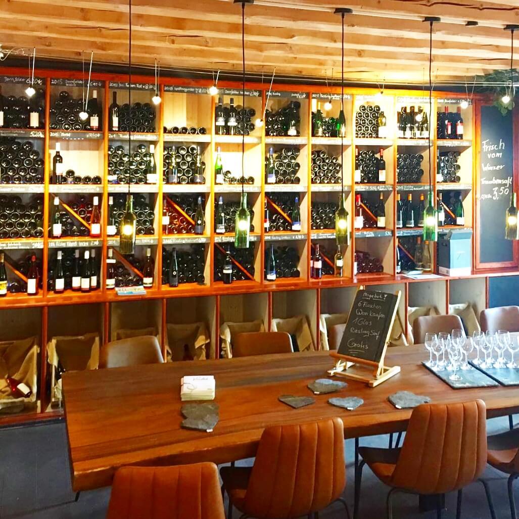 Landal Mont Royal: spelen, zwemmen en wijnproeven met een panoramisch uitzicht - vinotheek wijnproeverij