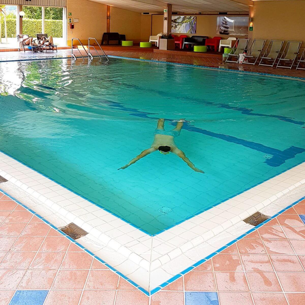 Landal Mont Royal: spelen, zwemmen, wijnproeven en een panoramisch uitzicht - binnenzwembad