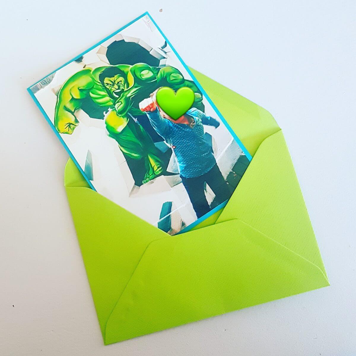 verjaardagsuitnodiging van de Hulk in Museum of Amsterdam Illusions