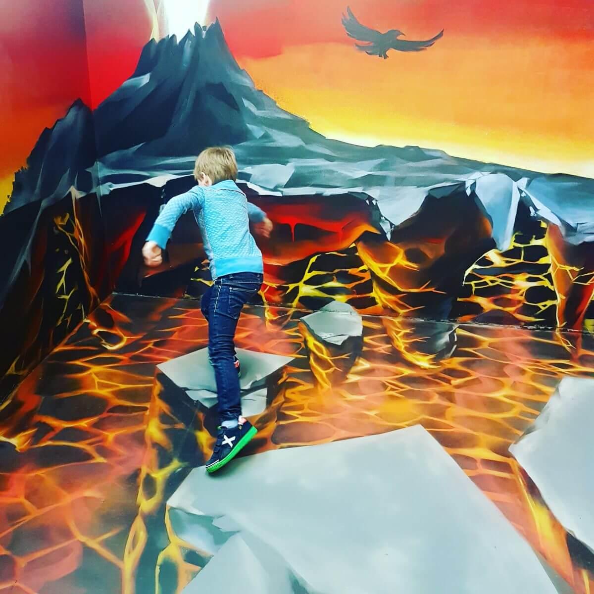 Uitbarstende vulkaan in Museum of Amsterdam Illusions