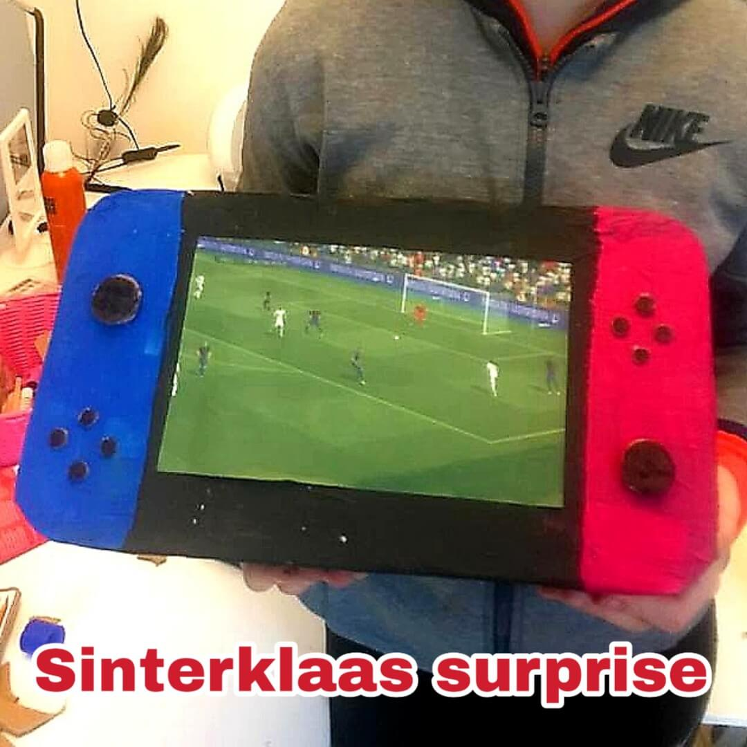 Sinterklaas surprise Nintendo Switch van een pak met papier maché