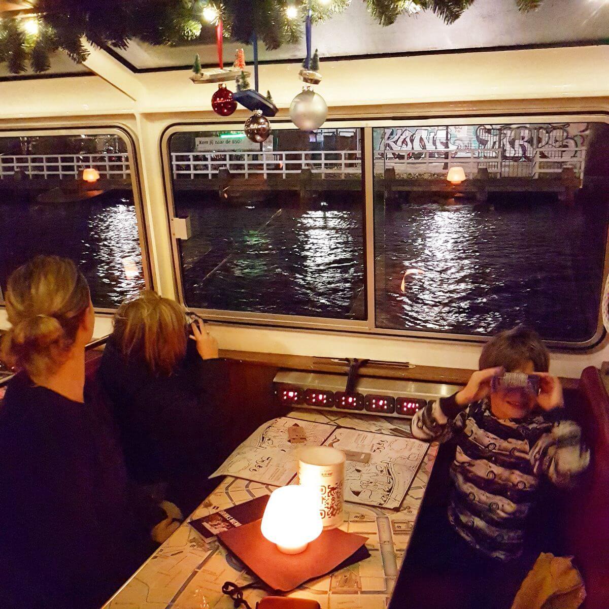 lampjes kijken vanuit de boot