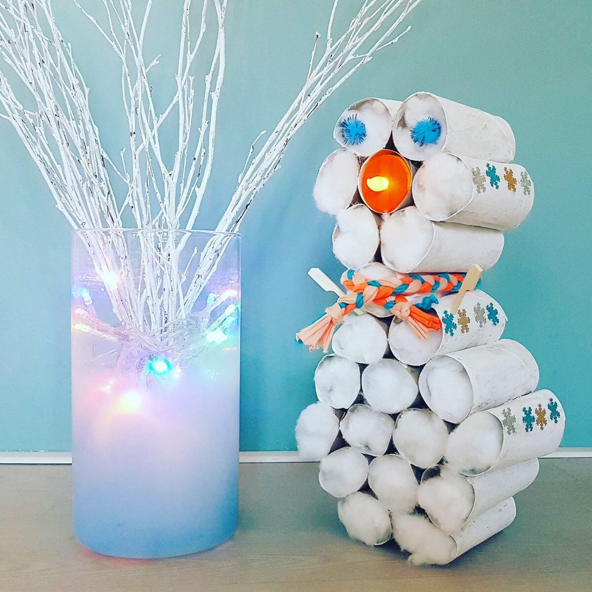 Winter knutselen: een sneeuwpop maken van wc rollen