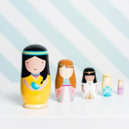Verjaardagscadeau voor kids: matroeska of Babushka poppetjes of nesting dolls, voor peuters, kleuters en schoolkinderen