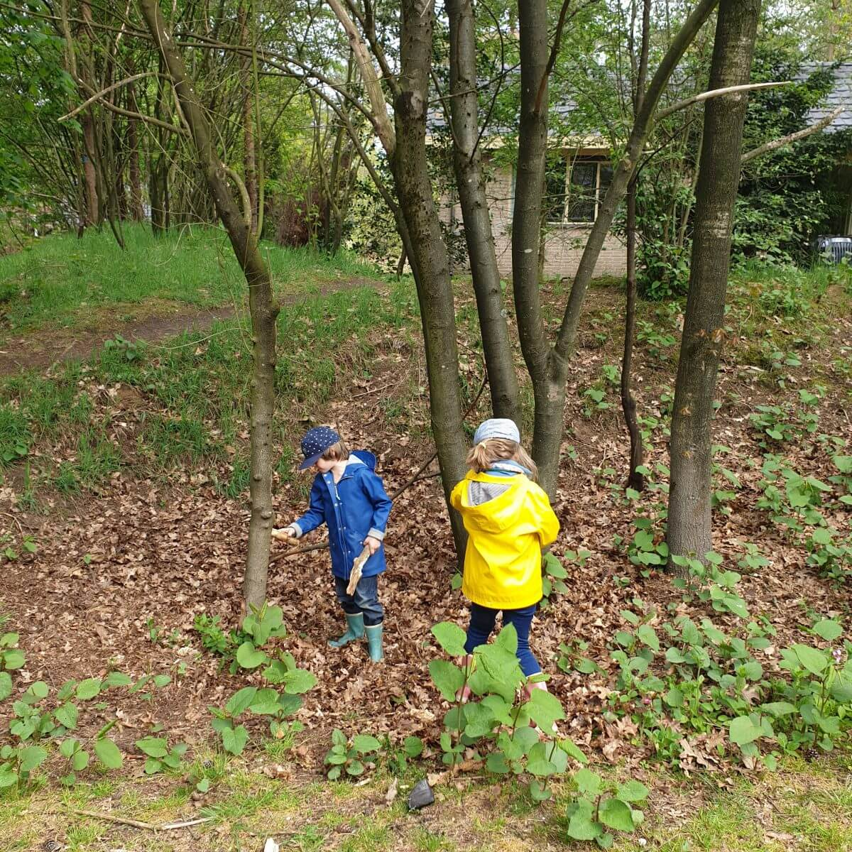 in het bos spelen op Landal Rabbit Hill