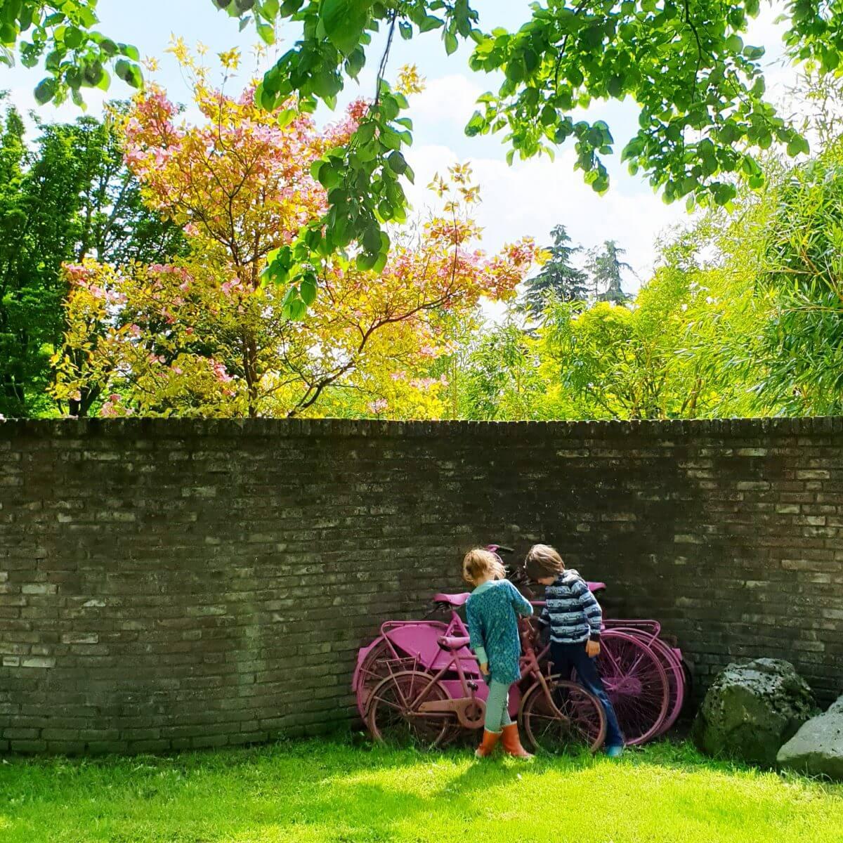 spelen met kids in de Tuinen van Appeltern