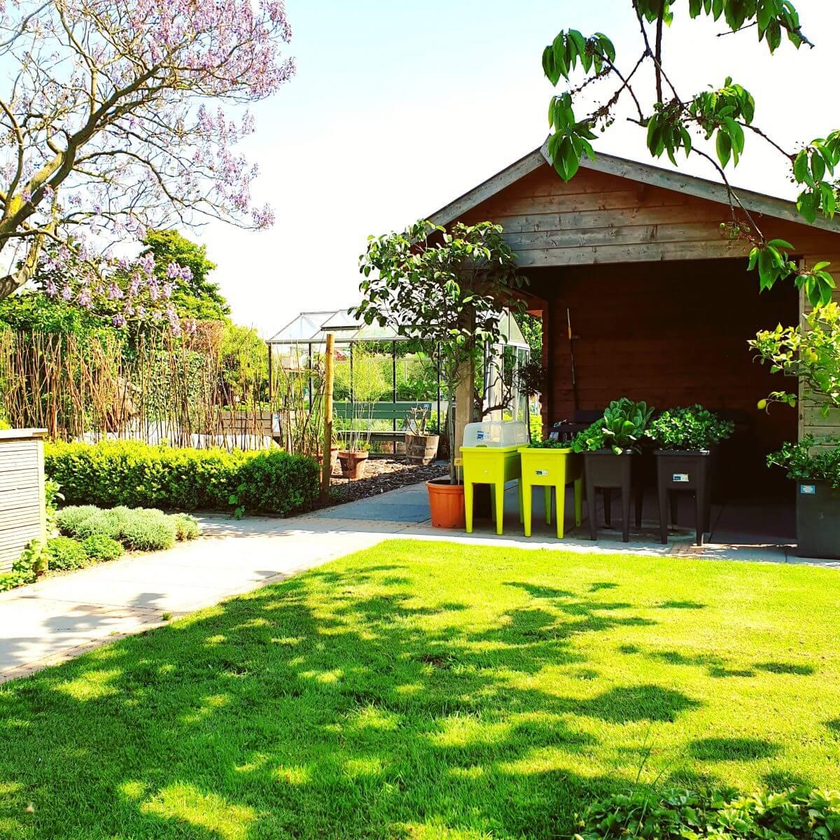 tuinhuisje in de moestuin
