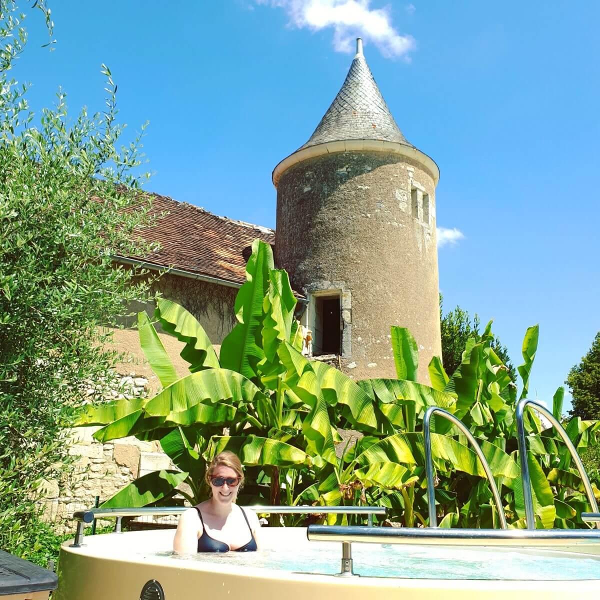 het bubbelbad van Le Petit Trianon de Saint Ustre