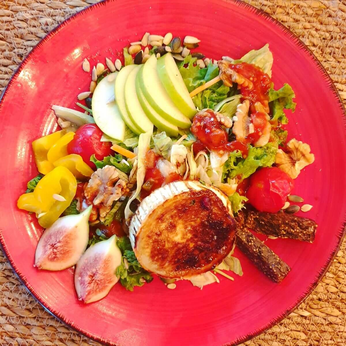 salade met geitenkaas en vijgen bij restaurant NuNu