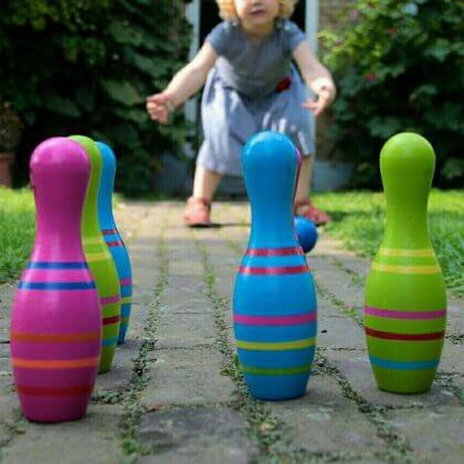 Mooie nostalgische houten kegelset om buiten (of binnen) mee te spelen