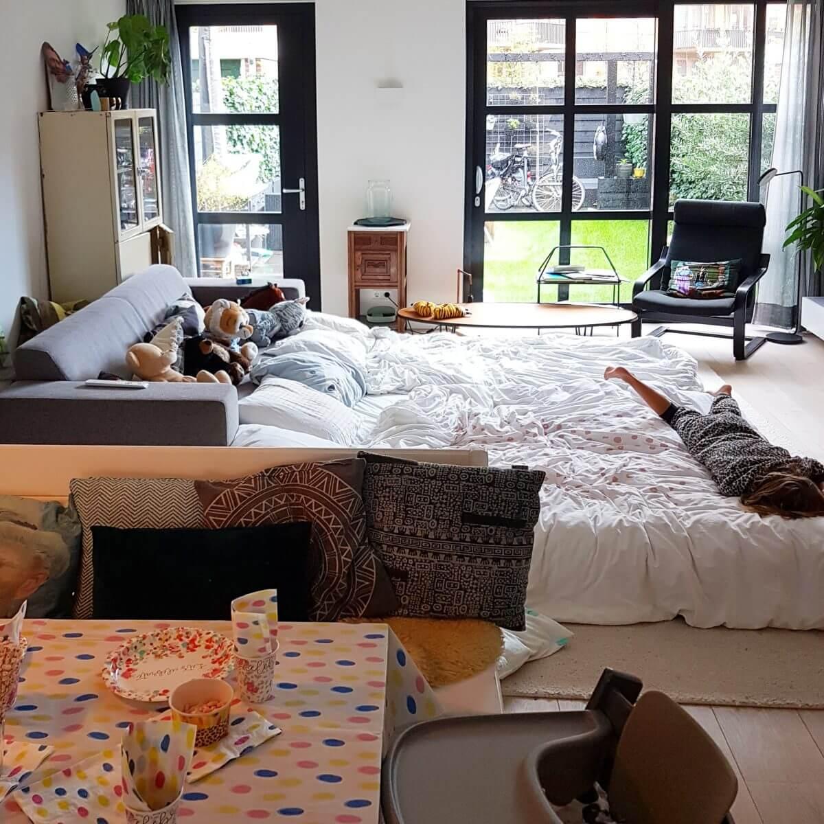 lekker slapen op het grote bed