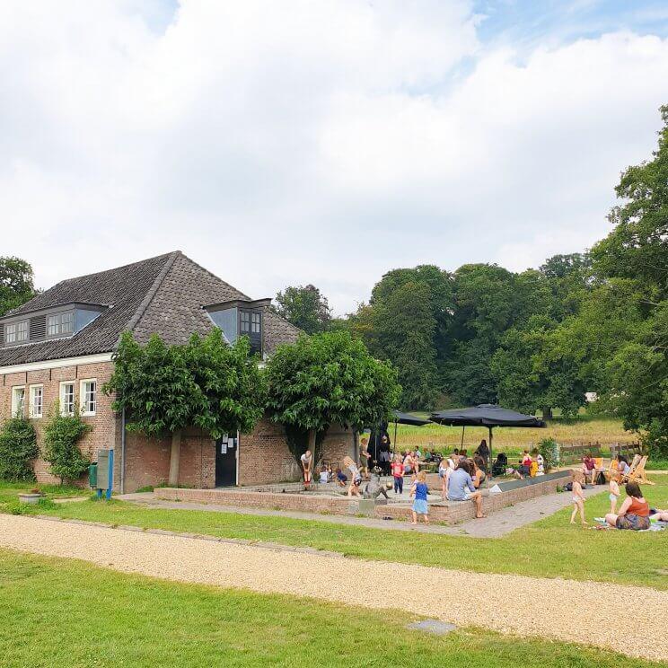 waterspeeltuin en terras in park Sonsbeek bij het Watermuseum