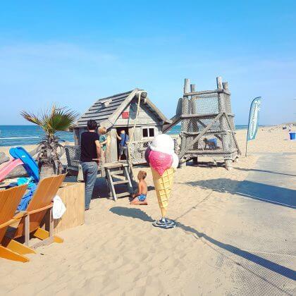 Kindvriendelijke restaurants en hotels: met speeltuin en ander leuks. Strand Castricum met Deining aan Zee.