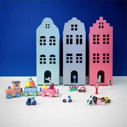 Goedkoop én duurzaam houten speelgoed gespot bij de Hema - houten grachtenpand als kastje of poppenhuis of sleutelkastje