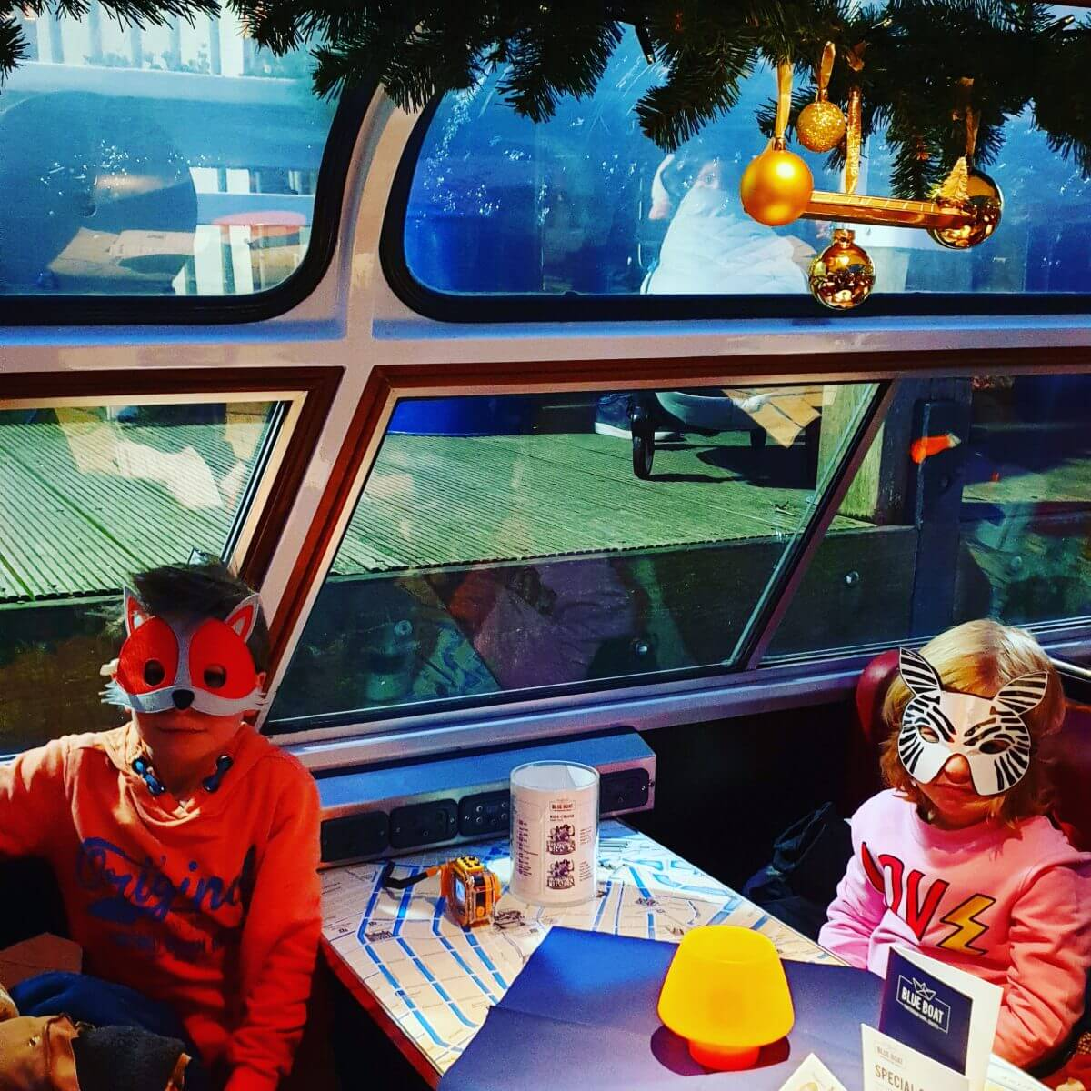 Fabeltjeskrant boottocht voor kinderen bij het AmsterdamLight Festival
