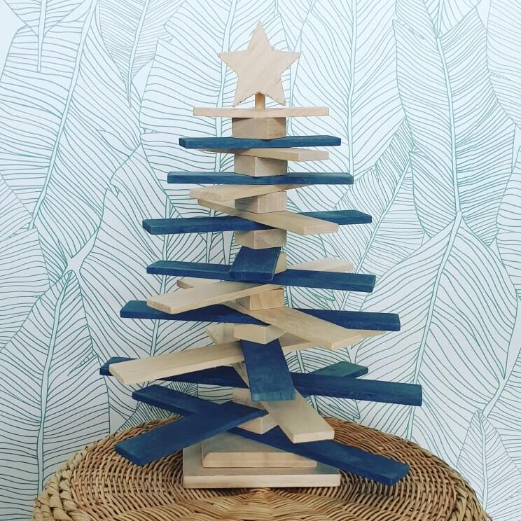 Ideeën voor een kindvriendelijke kerstboom, ook duurzame keuzes, voor baby, peuter, kleuter en oudere kinderen - houten kerstboom