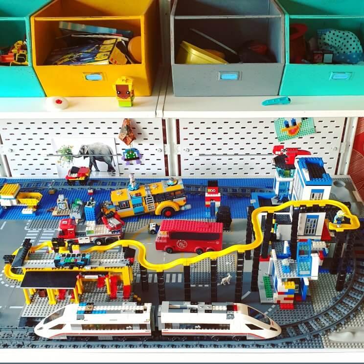Hubelino Pi knikkerbaan in combinatie met LEGO City