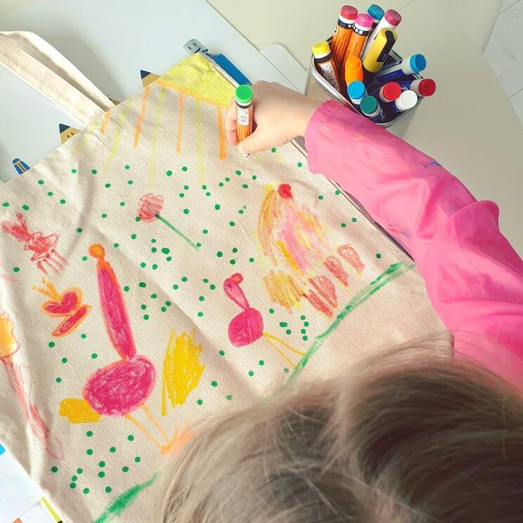 Tas kleuren met textielstiften