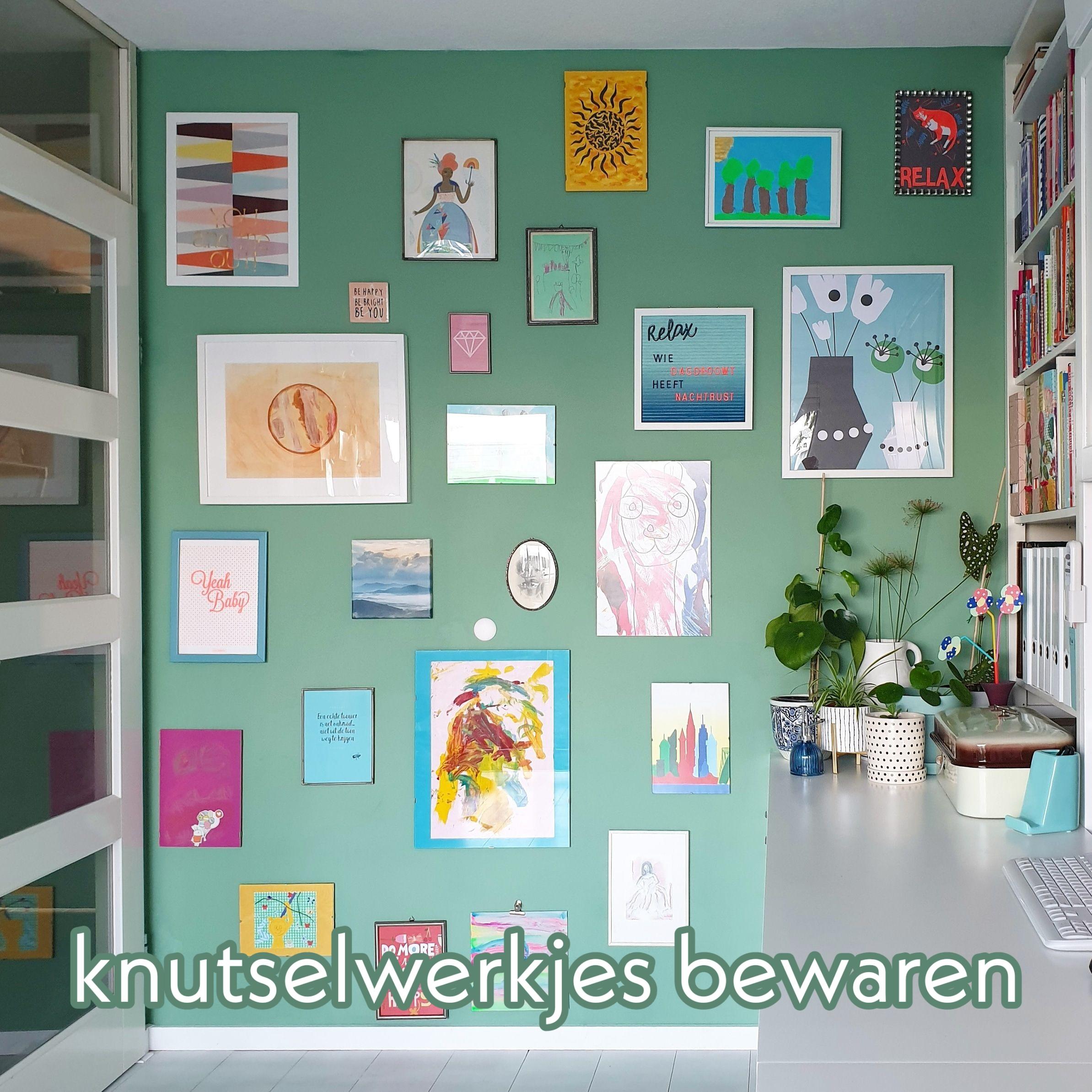 Knutselwerkjes bewaren: kunst aan de muur of in een plakboek