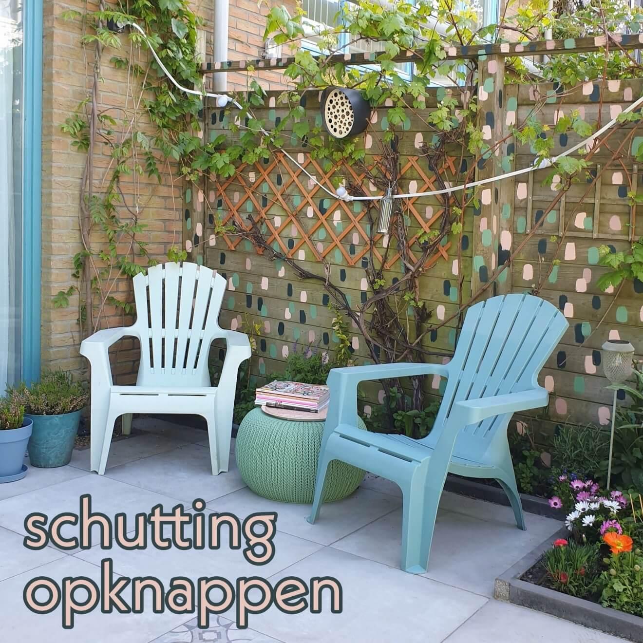 Houten schutting verven en opknappen: een kleurrijke blikvanger in de tuin